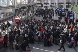 Normalität ab Montag?: Streikfront bröckelt in Frankreich - dennoch wieder Proteste