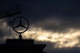 Deutlich teurer: Dieselaffäre:Daimler rechnet mit weiteren Milliardenkosten