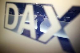 Börse in Frankfurt: Dax startet leicht erholt - Virus-Furcht bleibt aber